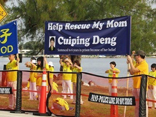 Falun Gong practitioners in Florida raise awareness of the persecution in China.